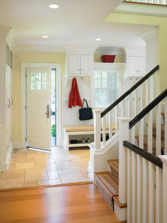 Contemporary Shingle Style Mudroom (Boston)